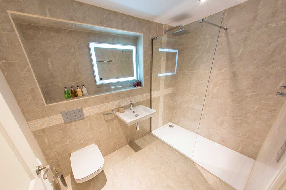 Bower Inn Hotel bath in shower room
