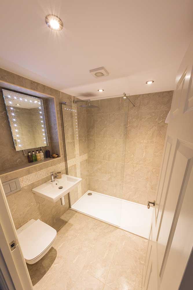 Bower Inn Hotel wetroom