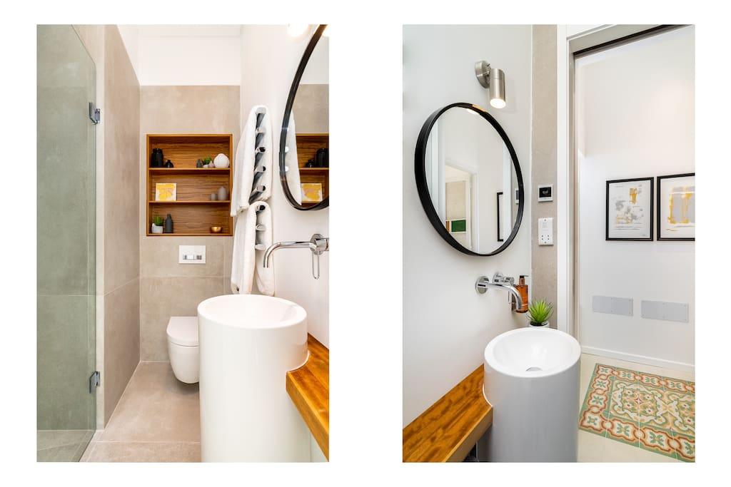 Aster Galeria suite bathroom
