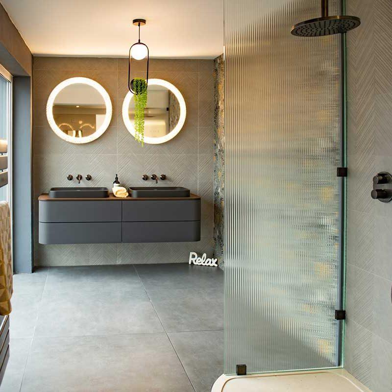 relax-modern-grey-theme-shower-room
